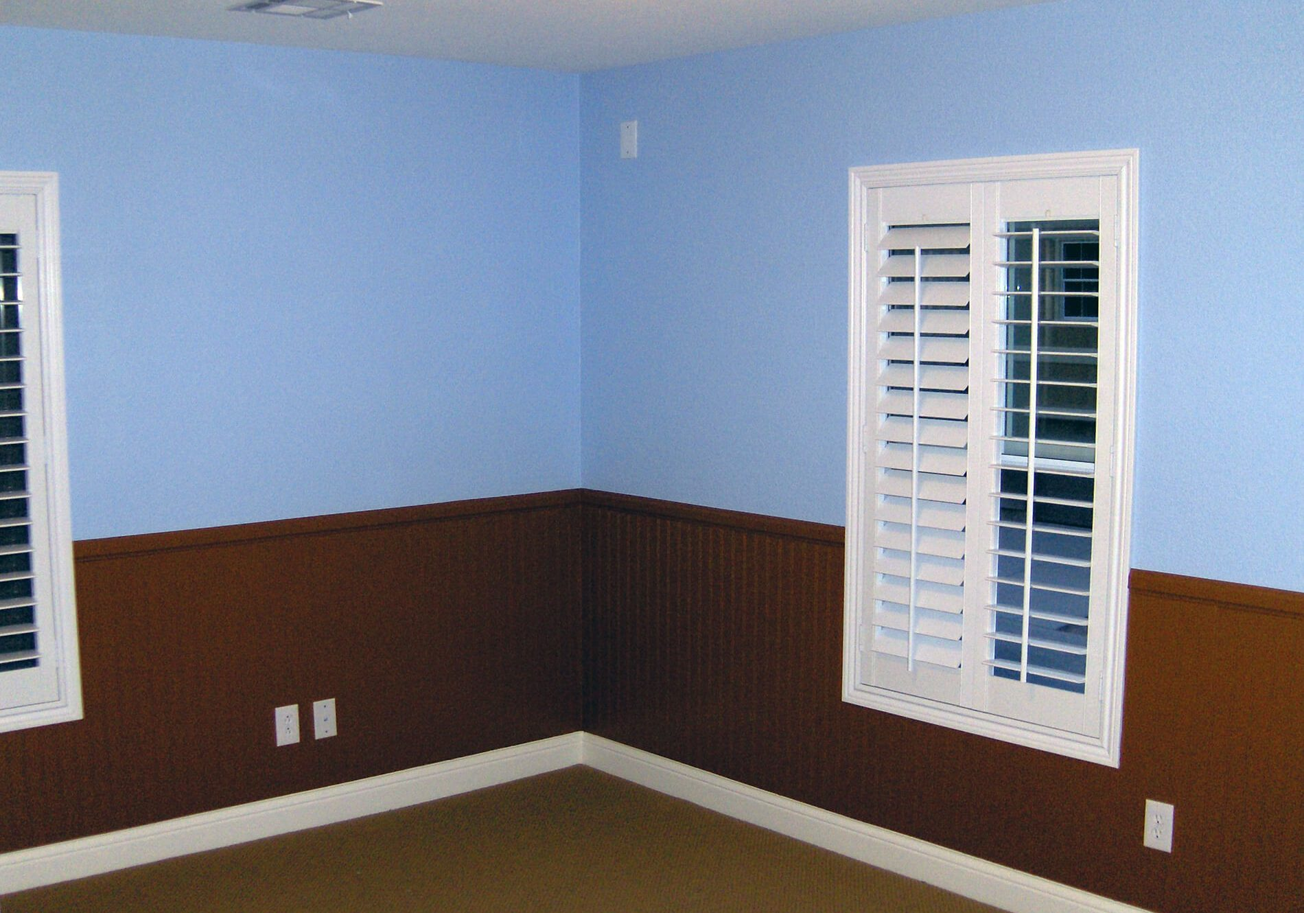 traditional-wainscotting-paint